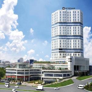 Wyndham Grand İstanbul'da Yarım Pansiyon Konaklamalı Aile Paketi