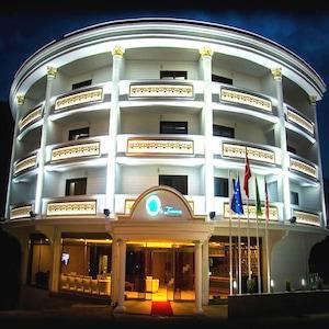 White Tuana Thermal Hotel